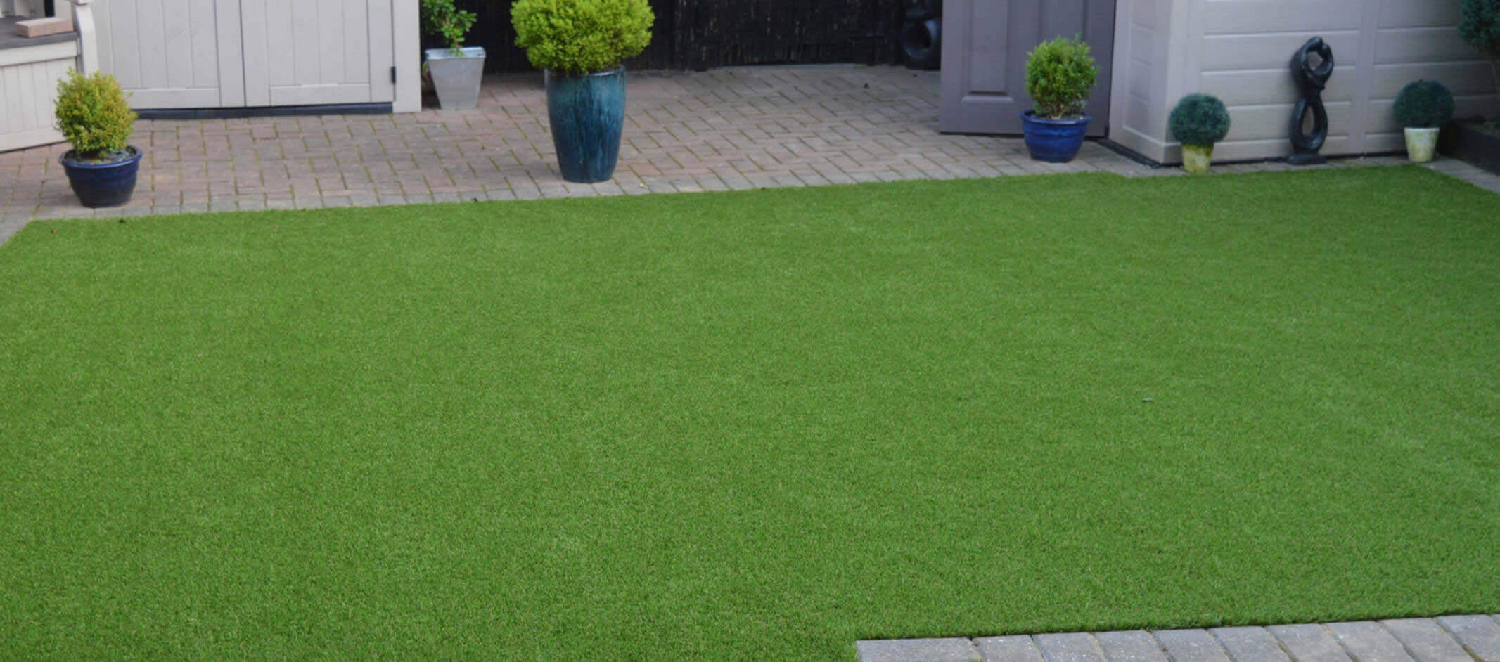 Artificial lawn supply and installation